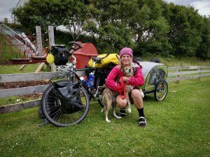 Športno kariero zamenjala za kolesarjenje po svetu in reševanje psov
