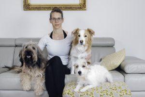 Pogovor: Mia Zahariaš, profesionalna trenerka psov za snemanja