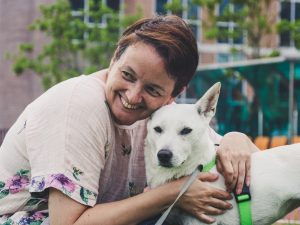Pogovor: Tanja Tolar, ki potuje po vsem svetu varuje pse in mačke