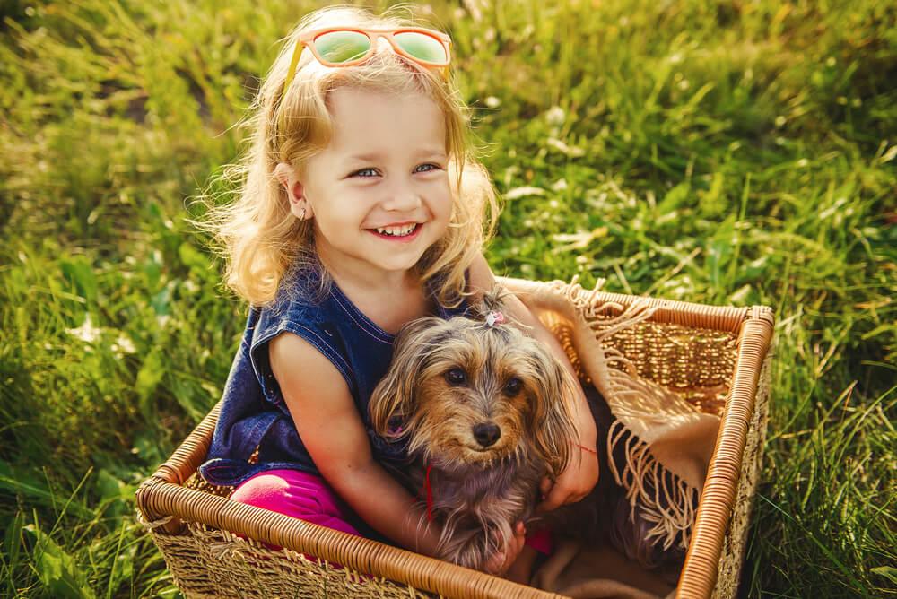 Nova raziskava: Otroci, ki odraščajo s psom, so lepše vzgojeni