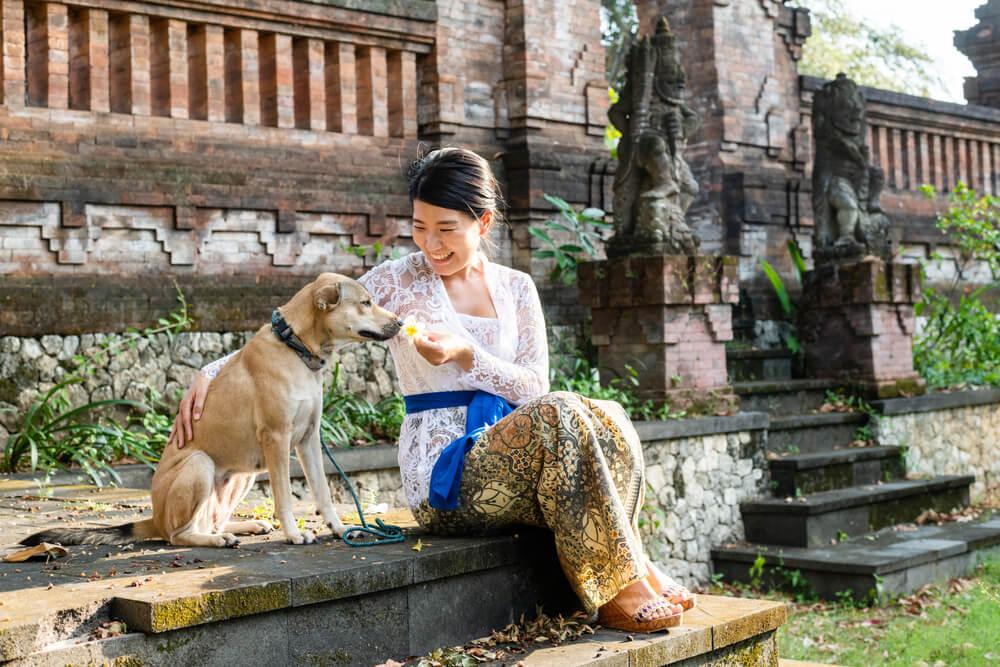 Zdravnica iz Indonezije, ki je iz rok mesarjev rešila že na stotine psov