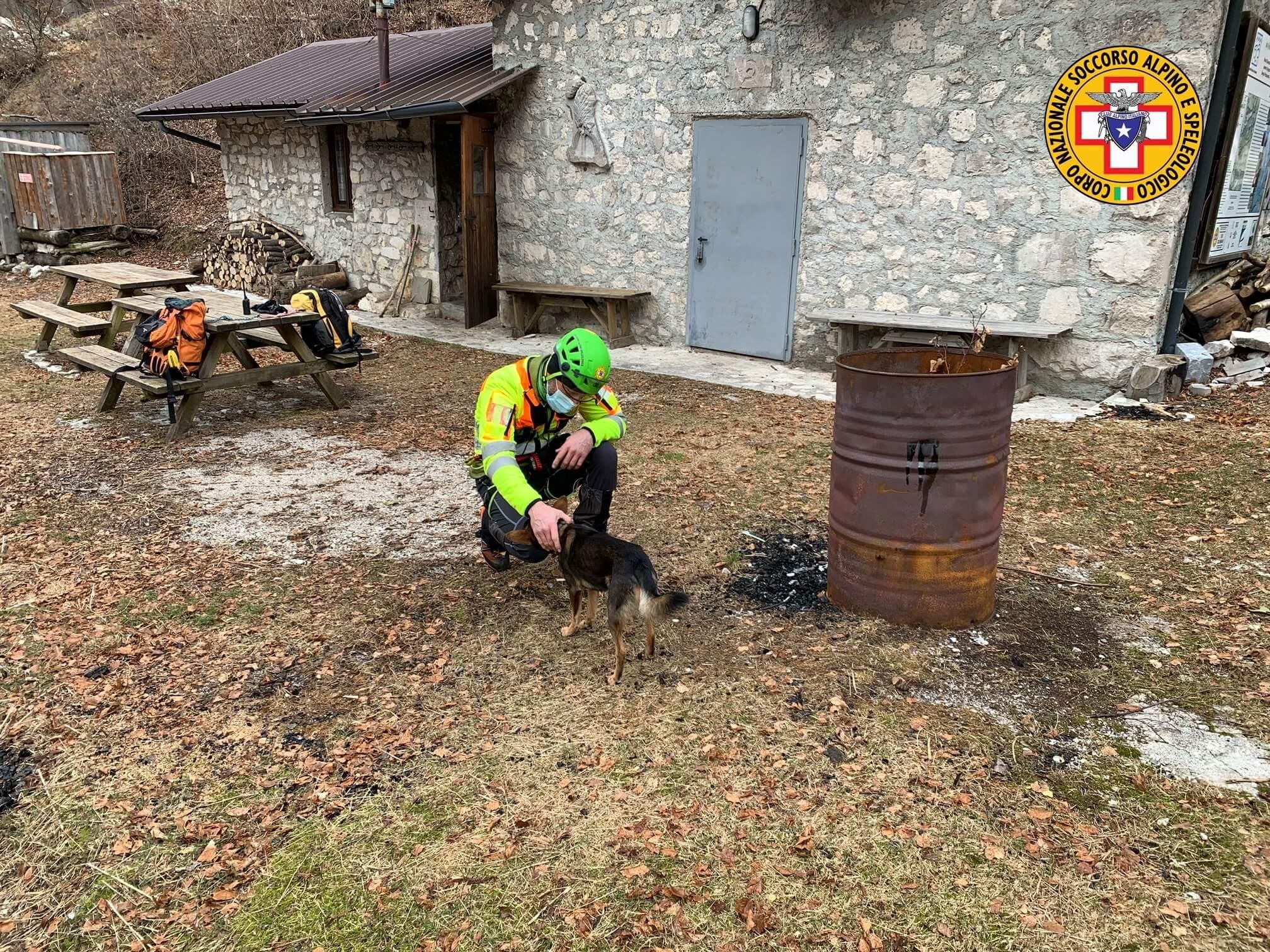 Po sedmih nočeh v gorah našli poškodovanega Tržačana in njegovega psa